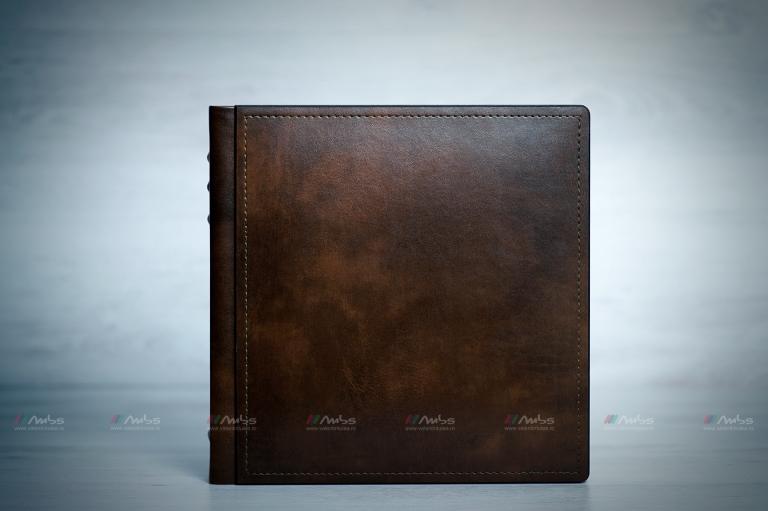 Album foto 30×30 cm.Copertă din piele.