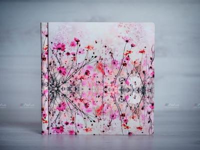 Album foto cu o copertă specială: pictură pe pânză.